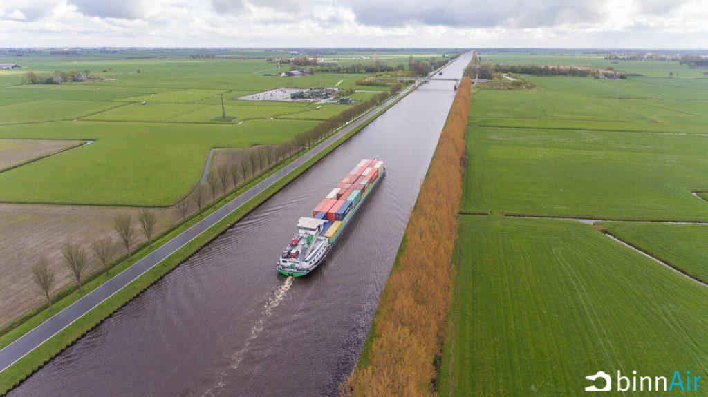 Hybride containerschip - Prinses Margrietkanaal - drone